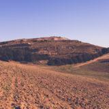 Italia, 2018, discarica di Cupinoro - Bracciano (Roma). Veduta dell'area Ovest della discarica. Dopo più di venti anni di utilizzo, la discarica è diventata una collina alta 50 metri.